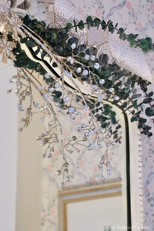 christmas-guest-bath-jewel-crystal-greenery-french-mirror