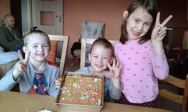 Jabłecznik i Makowce z rodzinnymi dekoracjami