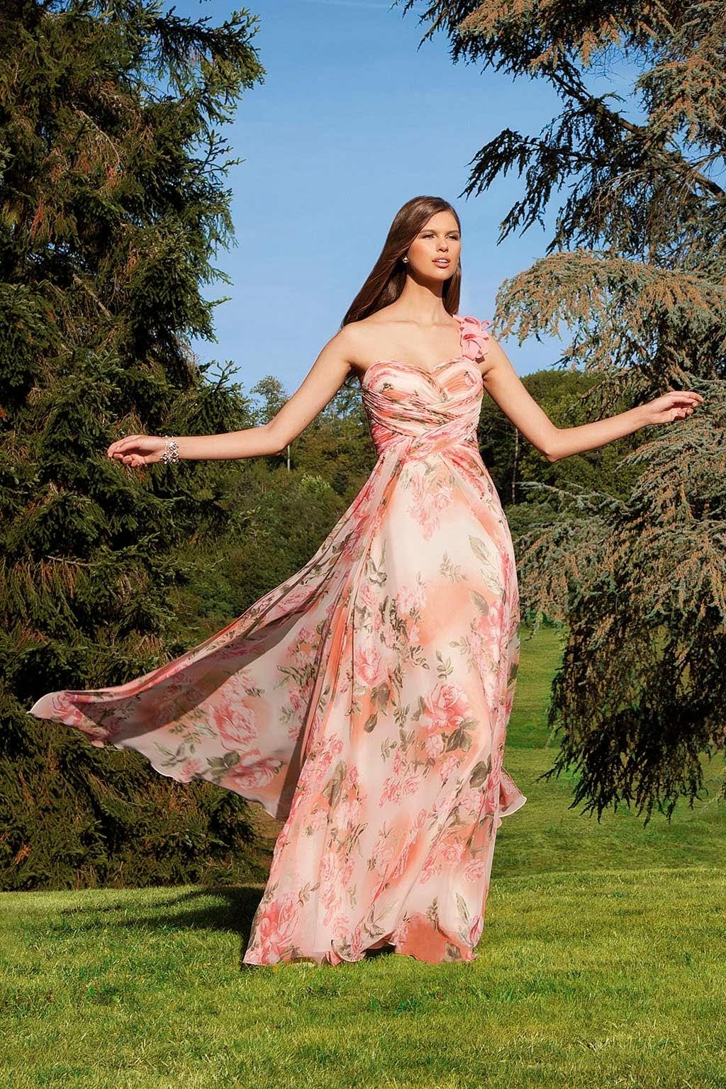 Adatto ad un matrimonio campestre questo abito della collezione Sonia Pena 52aff50219a