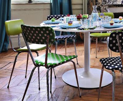 crafty corner retapisser une chaise de cuisine. Black Bedroom Furniture Sets. Home Design Ideas