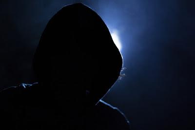 siyah şapkalı hacker