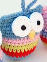 http://translate.google.es/translate?hl=es&sl=auto&tl=es&u=http%3A%2F%2Fhopscotchlane.blogspot.com.es%2F2012%2F11%2Fcrochet-owl-ornament-pattern.html