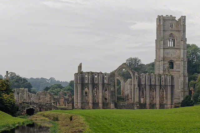 Ground-penetrating radar reveals 500 graves at Fountains Abbey in Yorkshire