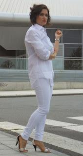 http://www.trendycaos.com/2015/05/white-white-white.html