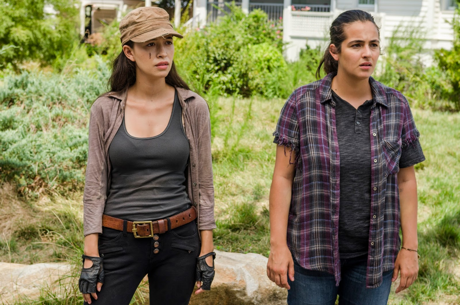 Tara y Rosita durante el episodio Rock in the Road de The Walking Dead