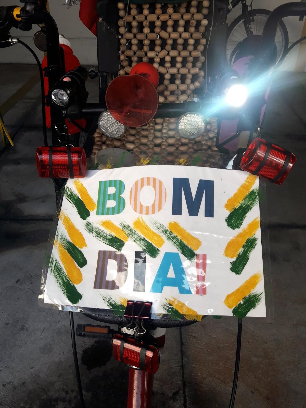 Triciclo Feliz  A CADA TRÊS MINUTOS bc87b7ddb28a