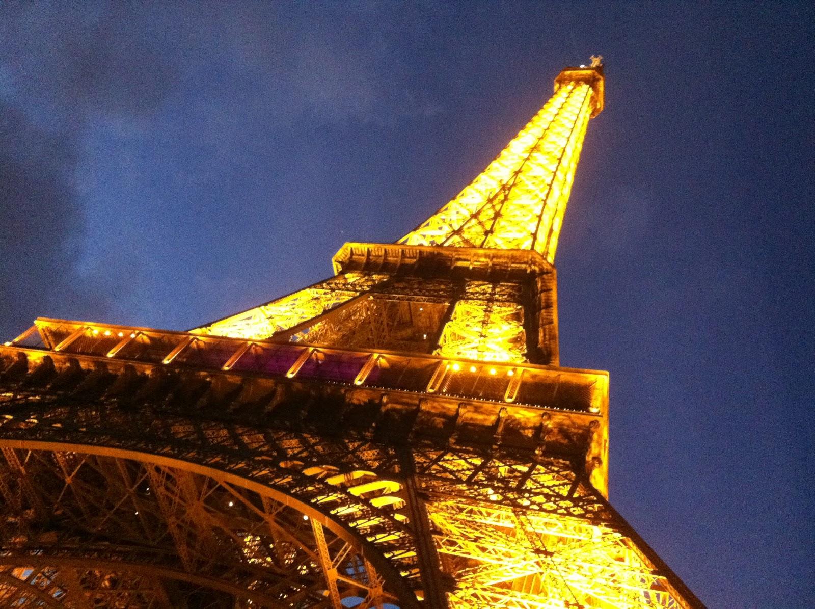 Brandinnovator Eiffel Tower A Different Story At Night