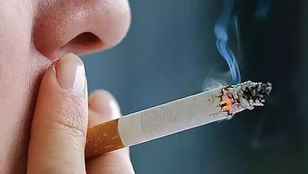 Πνευμονολόγος Μπεχράκης: Ο κοροναϊός μεταδίδεται και από το τσιγάρο