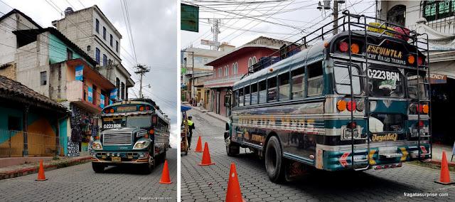 """Chicken buses"", meio de transporte popular na Guatemala"
