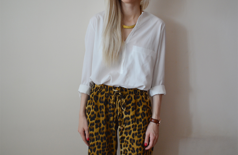 LEOPARD LOOSE PANTS & SANDALS WITH METAL HEELS