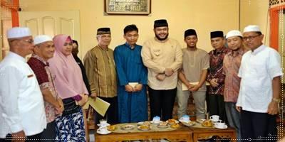 BAZ Padang Panjang Salurkan Beasiswa Pelajar Berprestasi