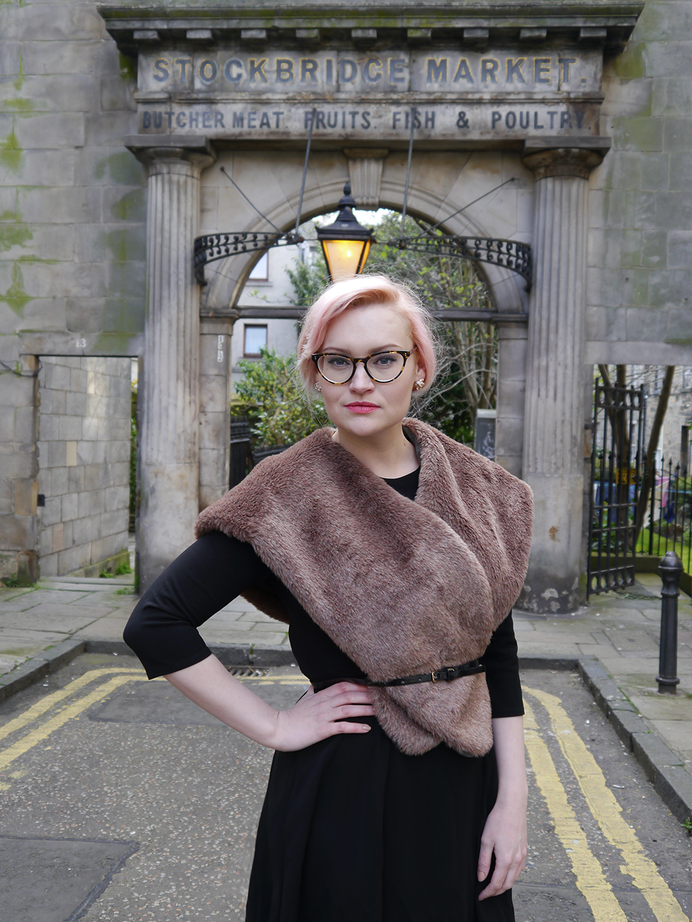 limited edition Chouchou Hollywood hood, #HOODSTYLIN, #HOODGIRLS, Dione Bowlt ceramic earrings, Stockbridge best streets, Edinburgh street style, Stockbridge Market archway, retro style in Scotland, natural light blog photography, candyfloss hair DIY,