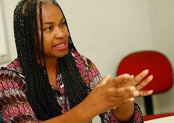 Olivia Santana denuncia arbitrariedade no Rio Vermelho e Guarda Municipal contesta