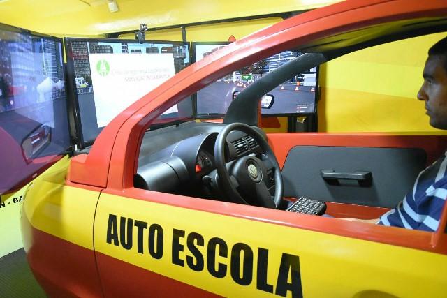 Unidade Móvel de Educação para o Trânsito do Detran reduz tempo de formação de condutores