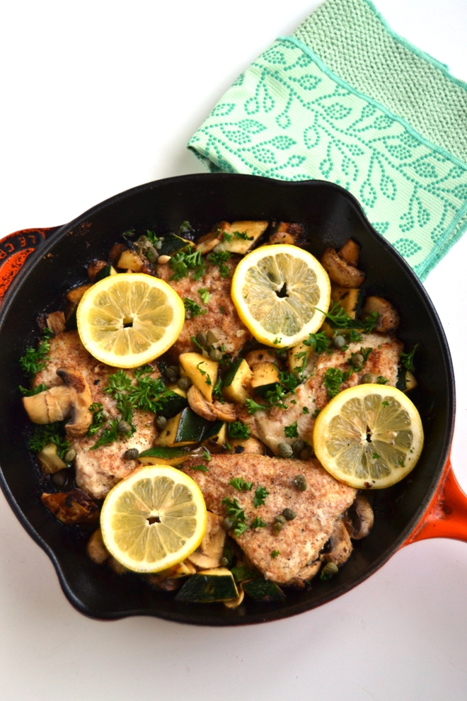Lemon Chicken Piccata with Vegetables only requires one pan, is simple to make and is loaded with a tangy lemon sauce that is sure to become a family favorite! www.nutritionistreviews.com