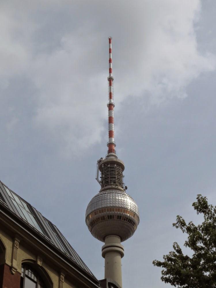 צלב או סימן פלוס גדול? מגדל הטלוויזיה בברלין