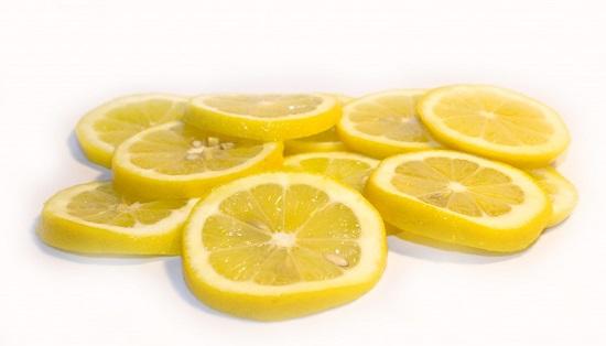 Bahaya, Jangan Amalkan Letak Hirisan Lemon Di Minuman