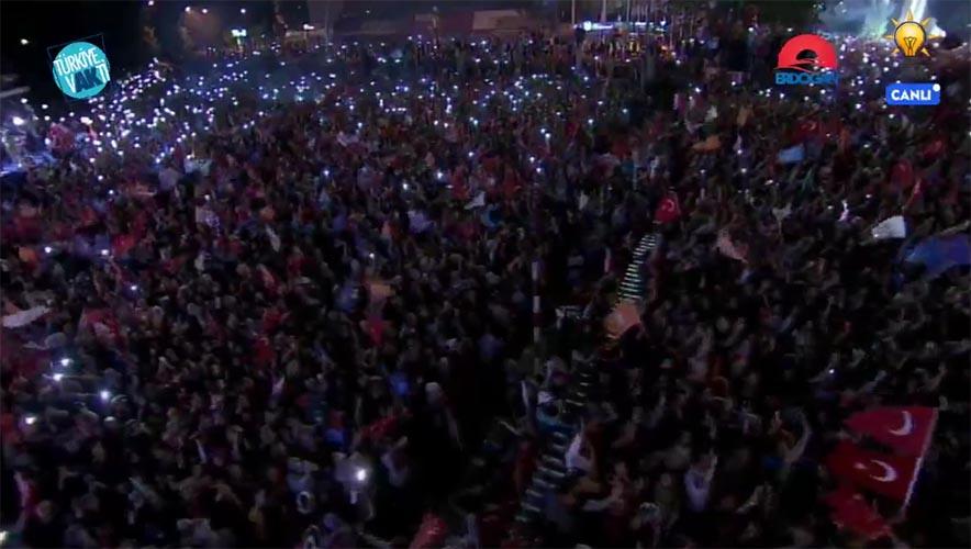 Rakyat Turki rayakan kemenangan Erdogan