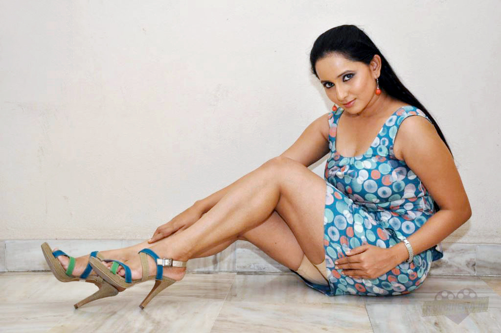 Ishika Singh Showing Panties And Meaty Thighs