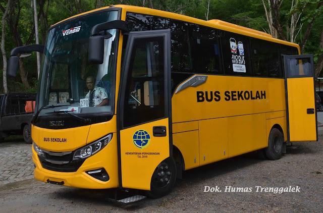 Trenggalek Terima Bantuan Dua Bus Sekolah dari Kementerian Perhubungan