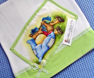 Fralda: cavalinho de pano, Pintura em  fralda, Aplicação de pintura em fralda, Enxoval de bebê, Cavalinho de pano,   Costura,