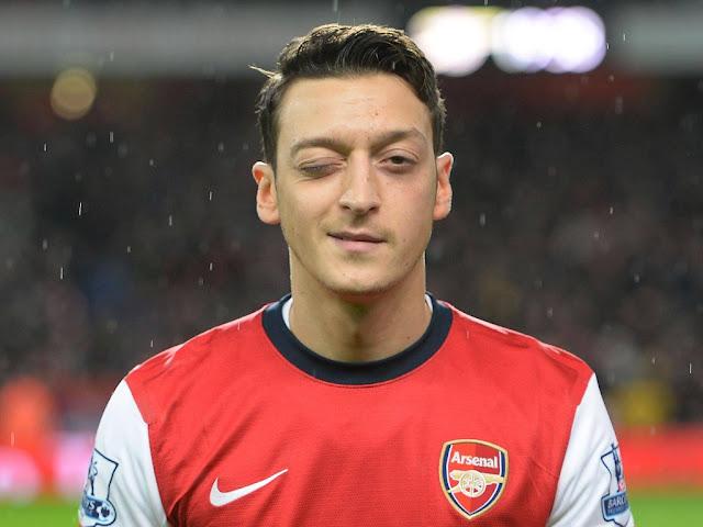 Mesut Ozil winking during Arsenal match