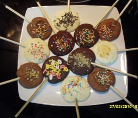 Piruletas de chocolate con thermomix