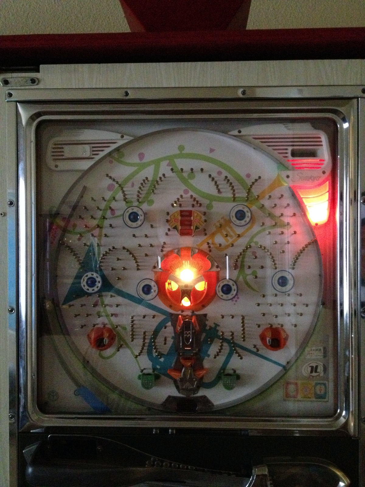 my sankyo pachinko machine gets her lights fixed [ 1200 x 1600 Pixel ]