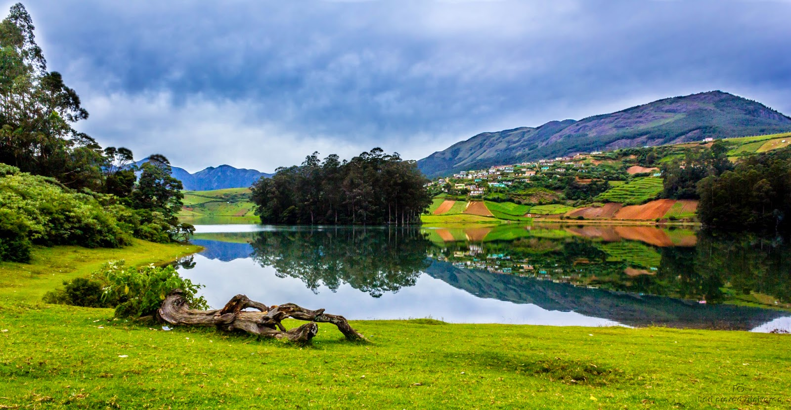 Landscape photo near Avalanche lake Ooty with school kids on the shore