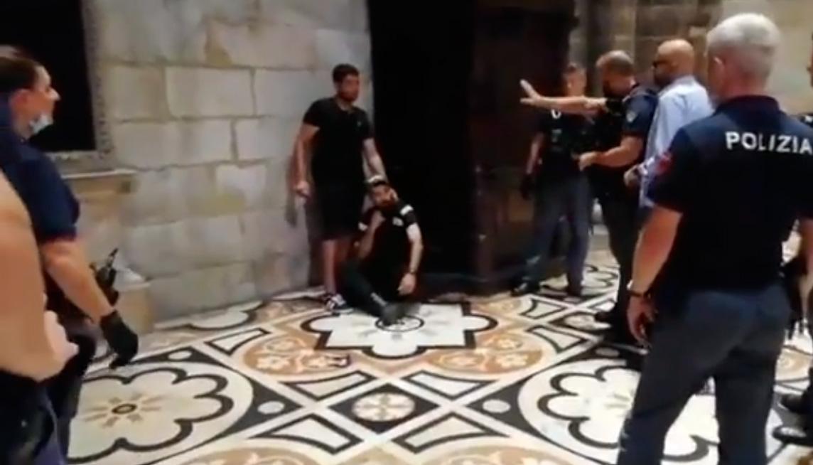 Migrante prende in ostaggio una guardia giurata