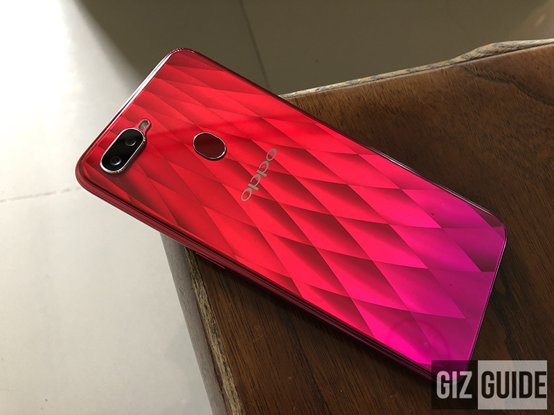 Petal-shaped gradient design of the OPPO F9