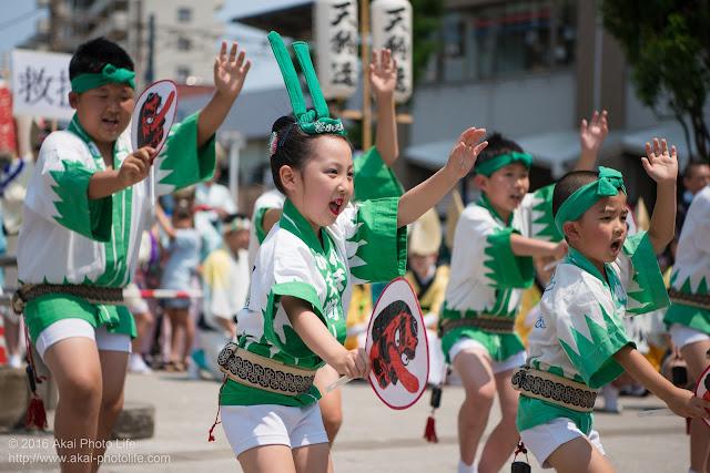 天狗連、熊本地震被災地救援募金チャリティ阿波踊り、子供の踊り手の写真
