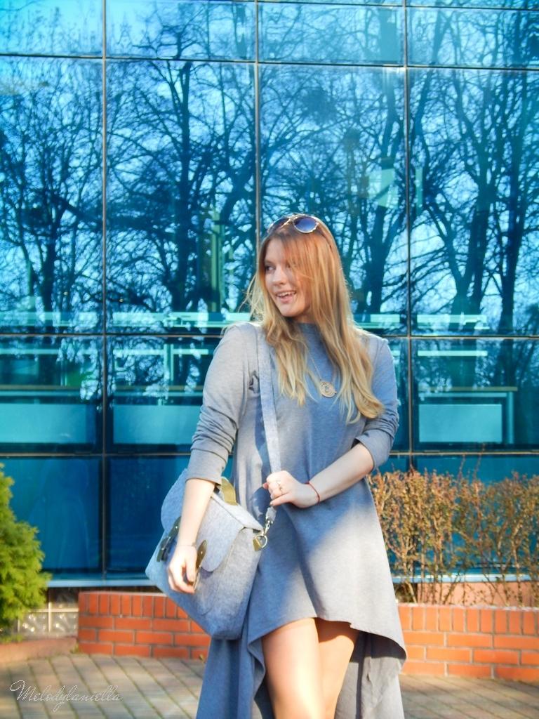 4 sukienka asymetryczna szara z kapturem sammydress maxi dresowa sukienka filcowa duża listonoszka A4 manzana espadryle w groszki renee melodylaniella ootd wiosenna stylizacja