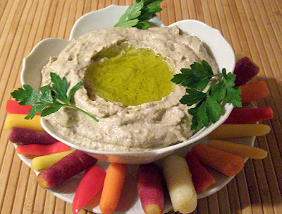 Bowl of Baba with ring of multicolored carrots around it