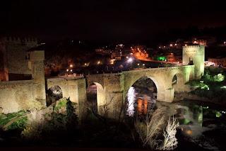 puente san martín, toledo, medieval, románico, tajo, río fotografía nocturna, munimara,
