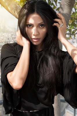 model rambut hitam menawan