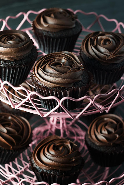Cupcakes with Dark Chocolate Frosting Recipe