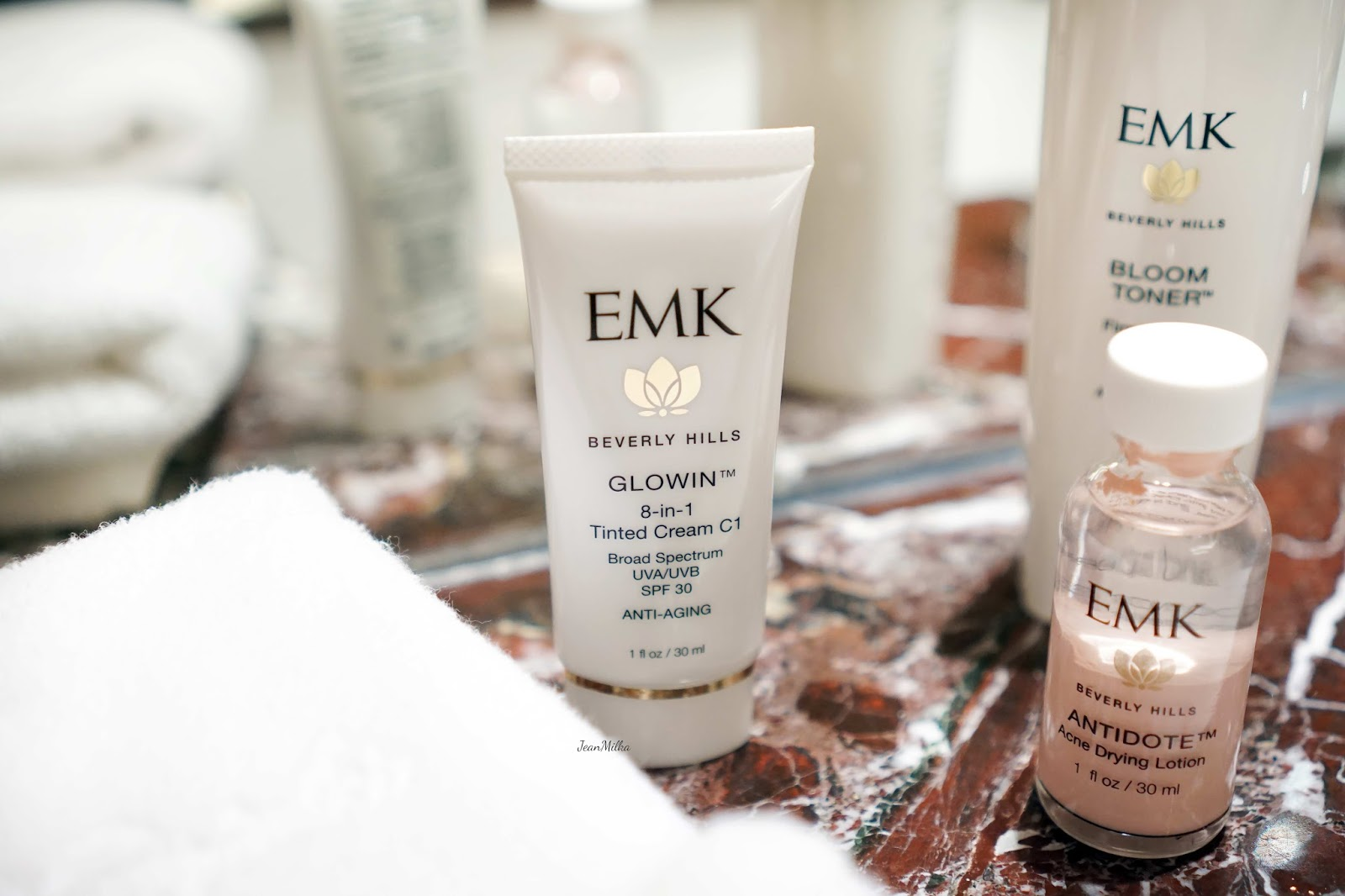 emk, emk beverly hills, review emk beverly hills, emk beverly hills skincare, skicare, review, product review, acne skincare, kulit berjerawat, emk glowin tinted cream, emk glowin tint