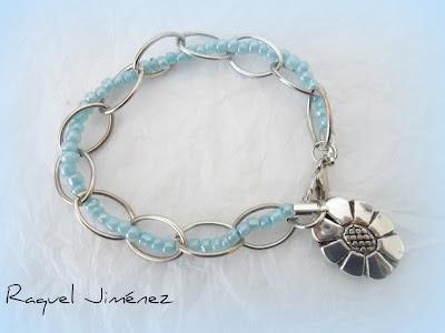 pulsera cadena azul con flor