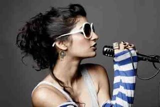 10-Penyanyi-Wanita-Bollywood-Yang-Cantik-Dan-Terkenal-Juga-Menggoda