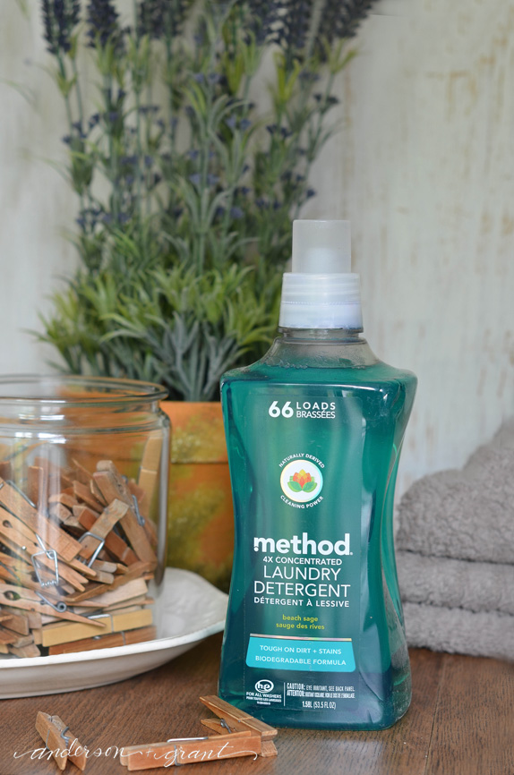 Method laundry detergent's packaging is pretty enough to decorate your laundry room!  |  www.andersonandgrant.com