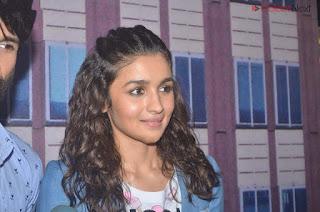 Alia Bhatt In Denim Jeans Airport Look .XYZ Exclusive