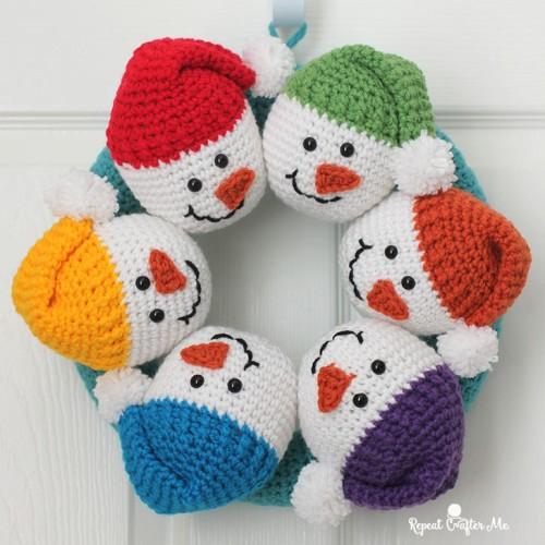 Circle of Snowmen Crochet Wreath - Tutorial