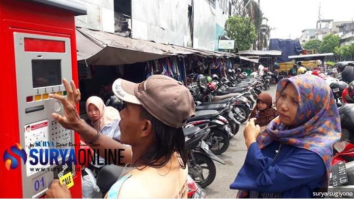 gresik24jam - Warga Keluhkan Parkir Elektronik di Pasar Kota Gresik, Begini Kata Dishub