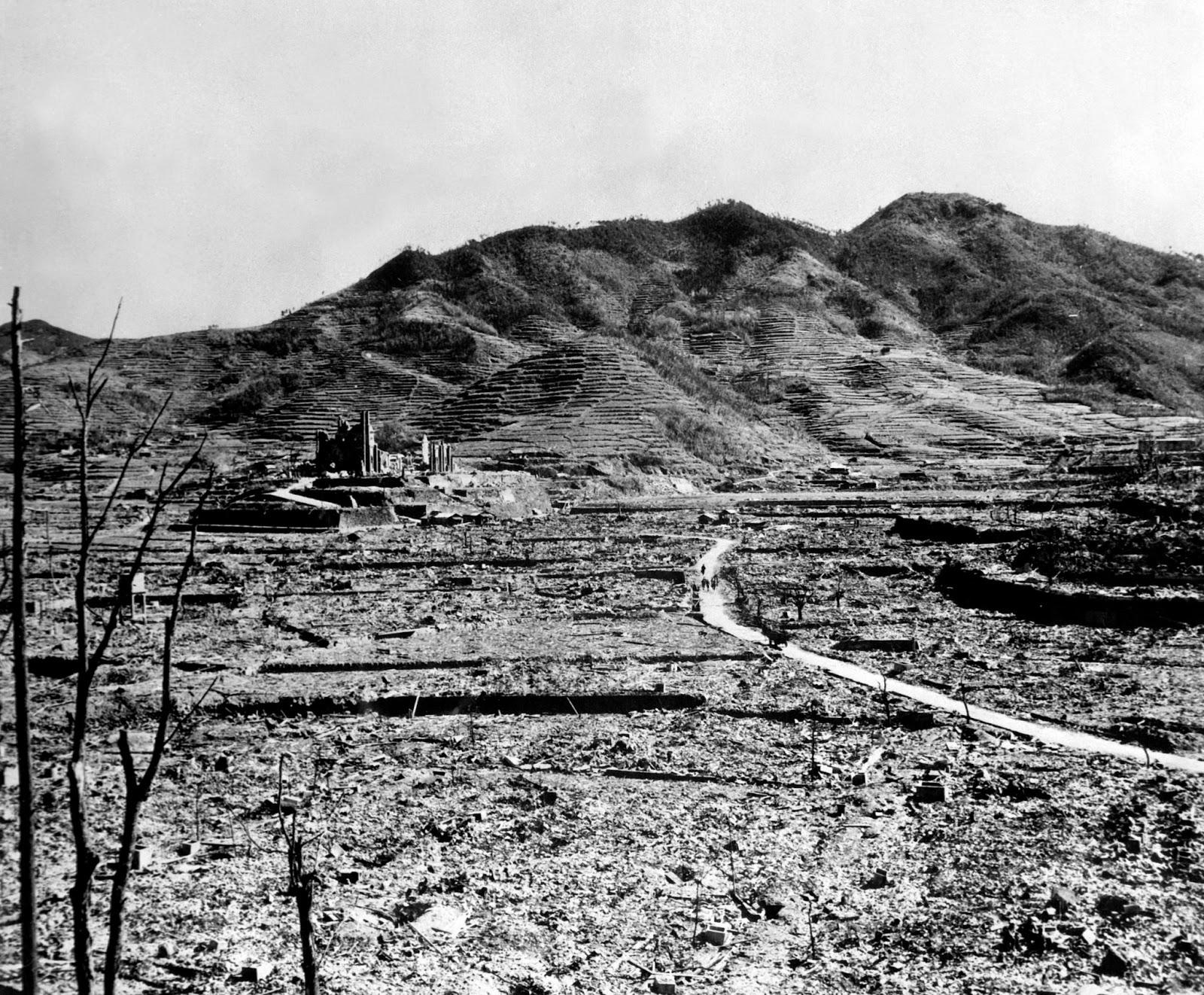 Собор Ураками в Нагасаки после ядерного удара.