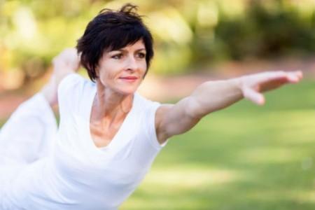 Image result for tập thể dục cho phụ nữ trung niên