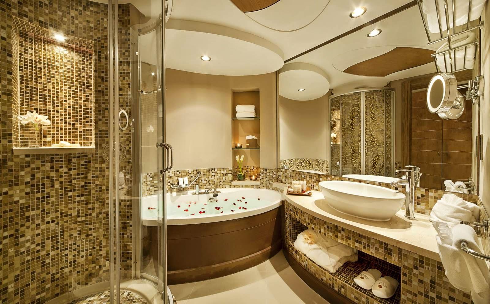 Salle De Bains Design Luxe   Maison Neuve Avec Vue Sur Leau à ...