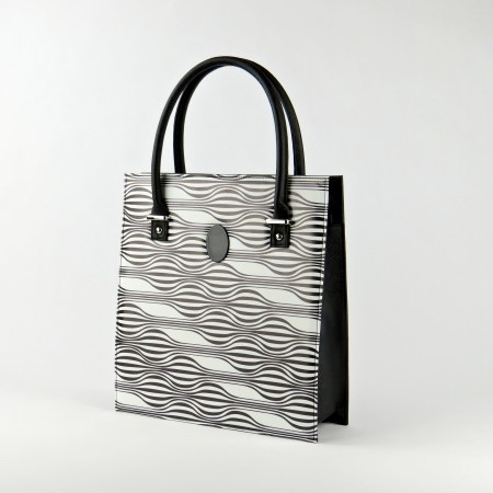 Today I'm Me Wishlist | Morgan's Milieu: Illusion Tote is big enough to fit all my blogging essential. :)