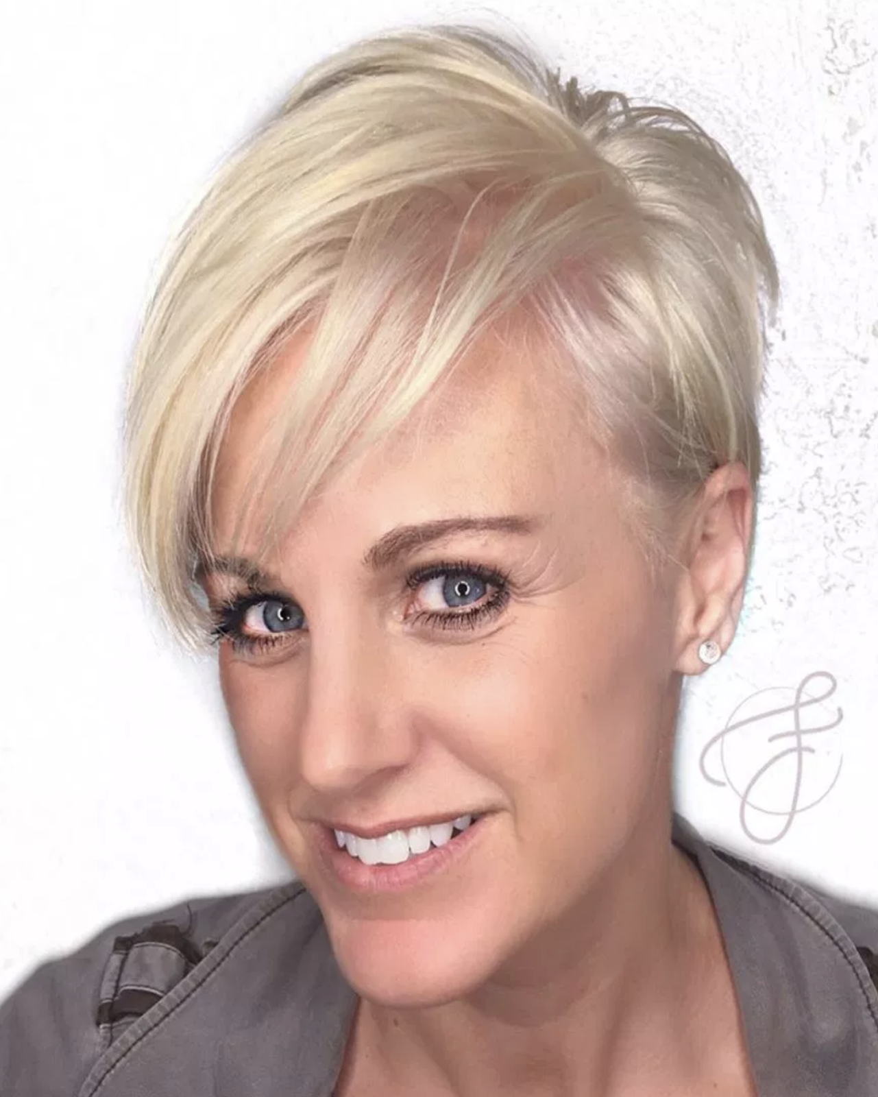 Short Hairstyles for Women Over 40 - LatestHairstylePedia.com