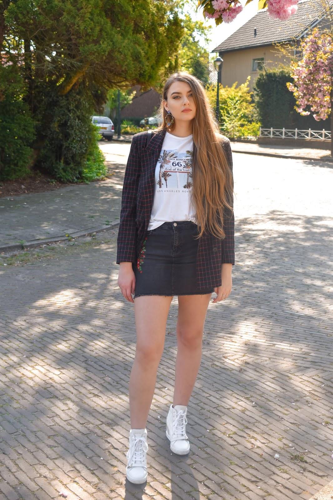 jeansowa spódnica z haftem